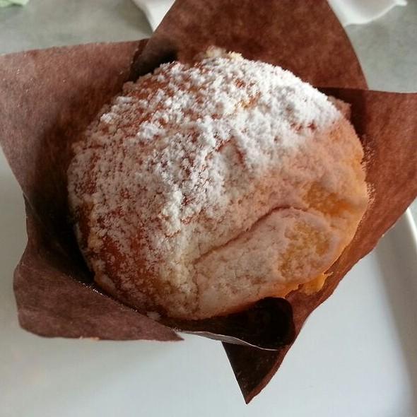Cream Cheese Muffin @ Cafe Laufer