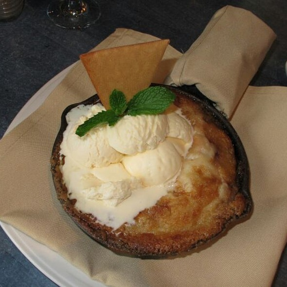 Raspberry Peach Cobbler - Riverwalk Restaurant - Yorktown, Yorktown, VA
