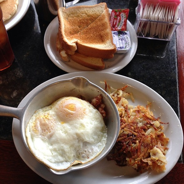 Corned Beef Hash @ Seal Rock Inn Restaurant
