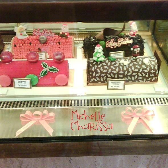 Christmas Yulog Cake @ Manon Chocolatier & Patissier