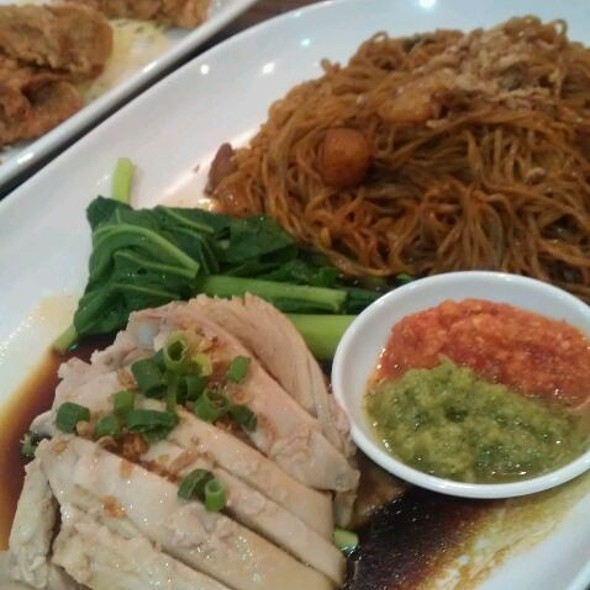 Hainanese Chicken With Dry Egg Noodle