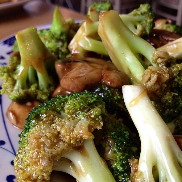 Triple Mushrooms With Broccoli In Brown Sauce @ Panda Forest