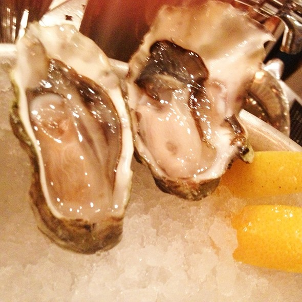 Quilcene Oysters @ The Walrus and the Carpenter