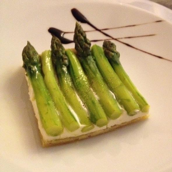 Asparagus Tarte @ Ô Chateau