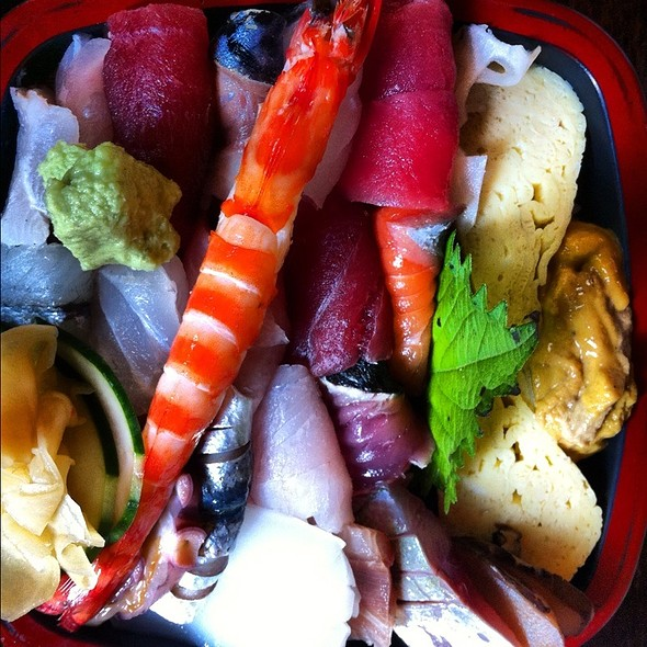 Chirashi Sushi @ Tsumura Sushi Bar And Restaurant