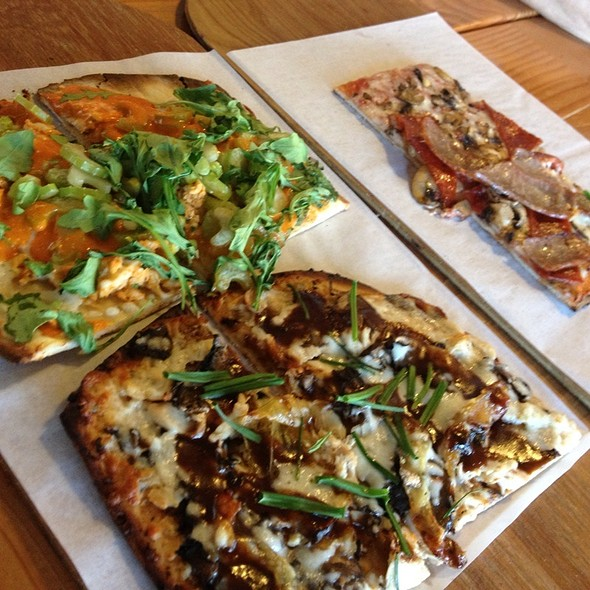 Thin Crust Pizza @ Jules Thin Crust