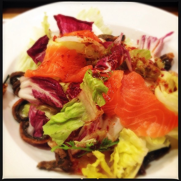 Sashimi Salmon Salad With Crispy Salmon Skin