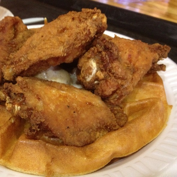 Crispy Chicken Wings N' Waffle @ The Hen House