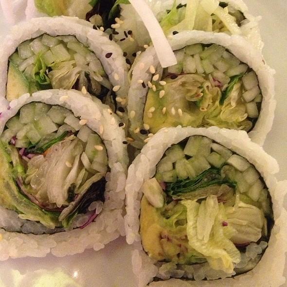 Veggie Roll @ Kino Sushi