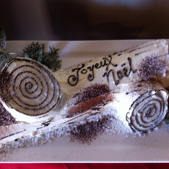 Old School Buche De Noel @ Hollys Eventful Dining