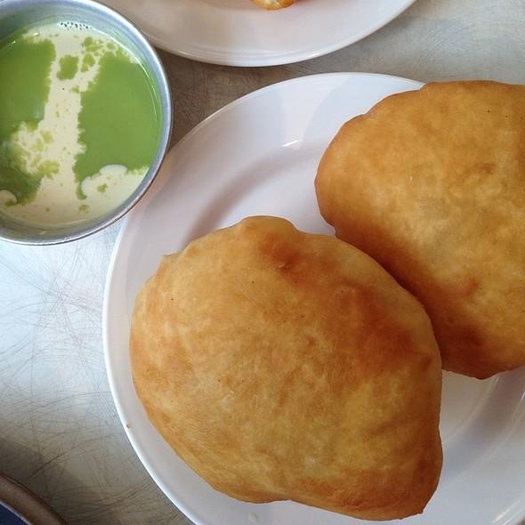 Fried Dough With Pandan Custard @ Peng You   เผ่งอิ้ว