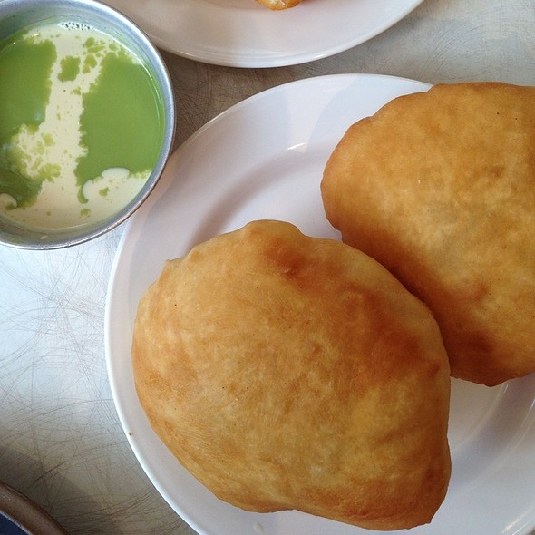 Fried Dough With Pandan Custard @ Peng You | เผ่งอิ้ว