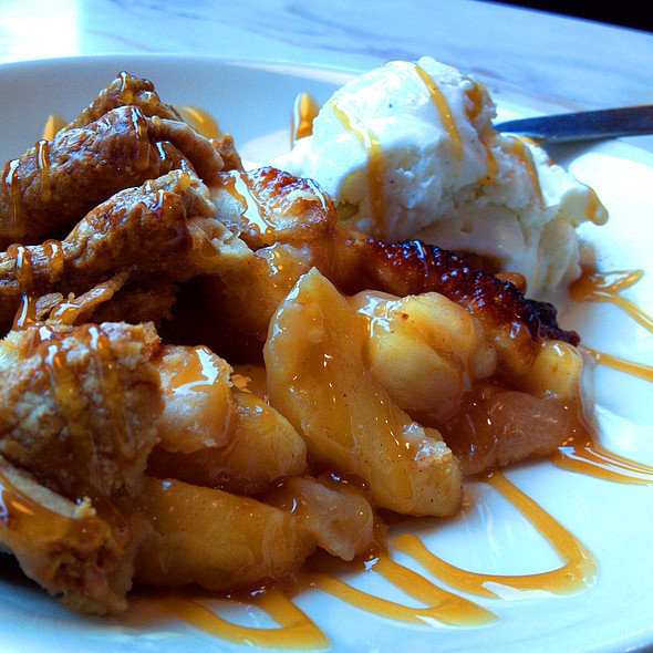 Apple Cobbler With Vanilla Bean Ice Cream @ Silver Diner