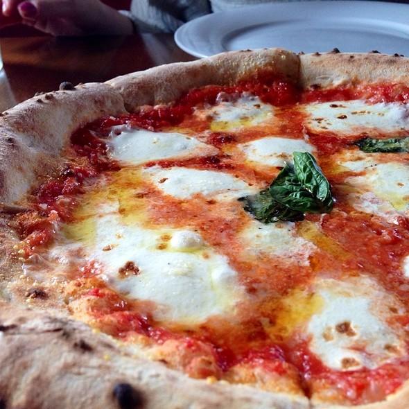 Pizza Margherita @ Il Dolce Pizzeria