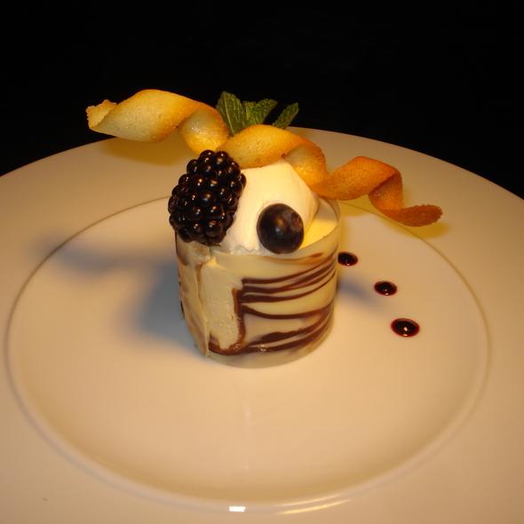 Witte chocolademousse met kern van karamel en Amarula