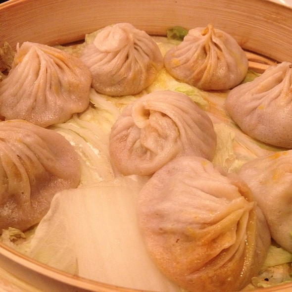 Crab & Pork Soup Dumplings @ Joe's Shanghai Restaurant