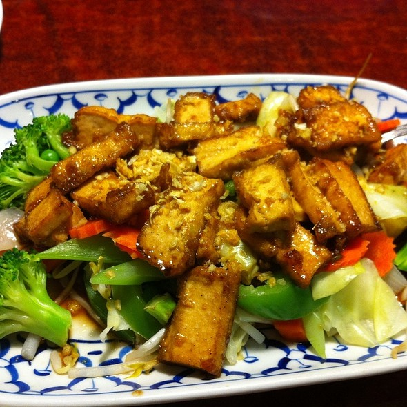 Tofu And Veggies In A White Pepper Sauce @ Arawan Thai Cuisine