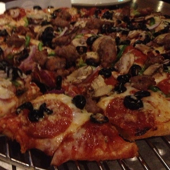 Thin Crust Chicago 7 @ Old Chicago Pizza