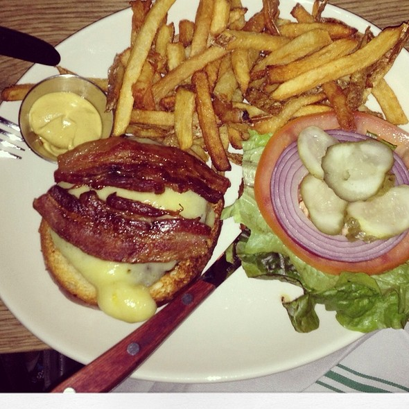 Bacon burger @ The Wren