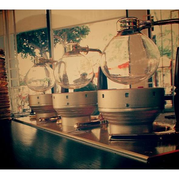 Siphon Coffee @ Demitasse