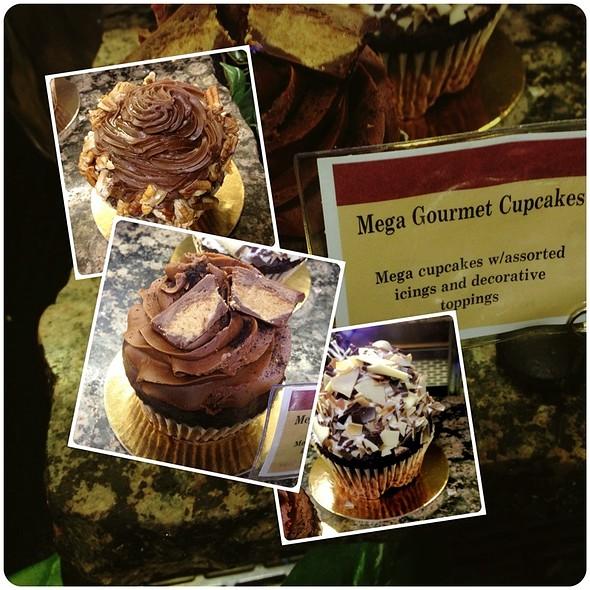 Mega Gourmet Cupcakes