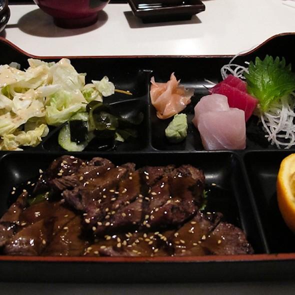 Beek Teriyaki and Sashimi dinner plate @ Mamma's Sushi