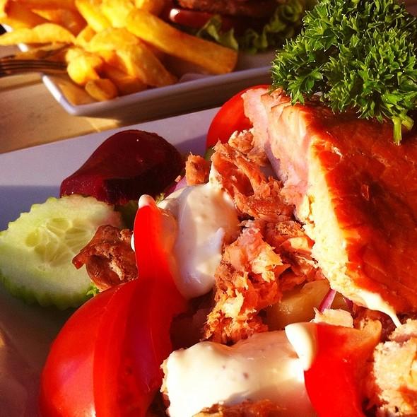 Salmon salad @ Razza