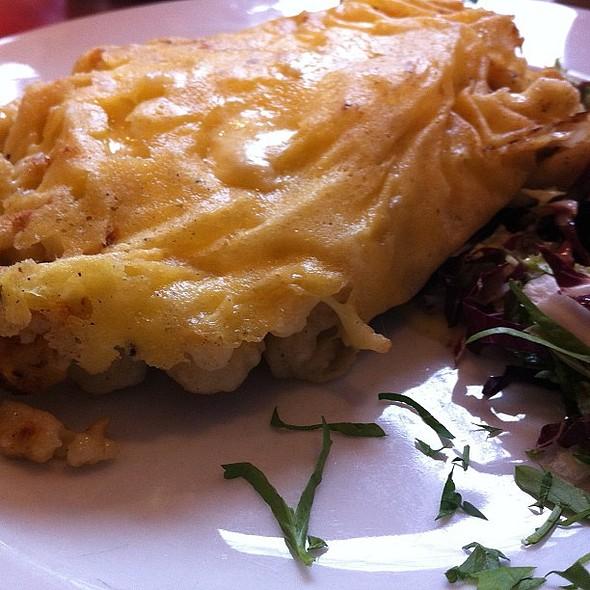 Kässspätzle mit Salat @ Café Mets
