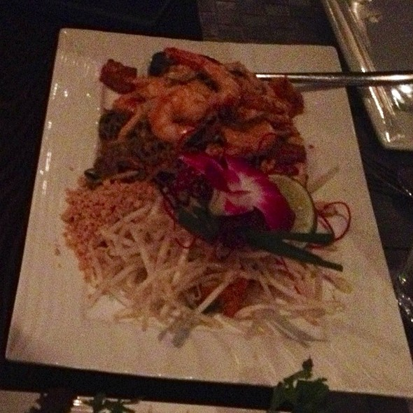 shrimp pad thai with moroheiya noodles. @ Osha Thai