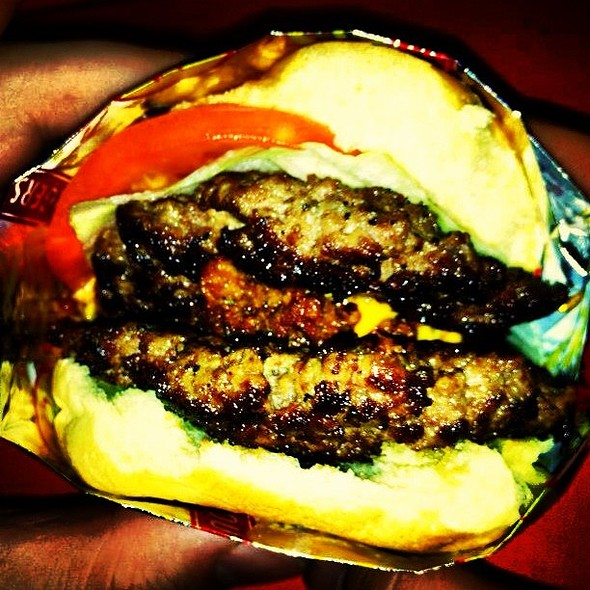 Famous Burger burgerweekly.com/lucky @ Bar e Lanchonete Souza Pompéia