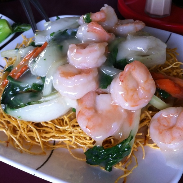 Pan Fried Hong Kong Style Seafood Chow Mein @ Yung Kee Restaurant