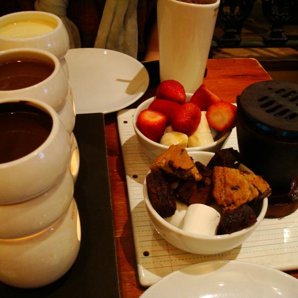 Classic European Chocolate Fondue @ Max Brenner