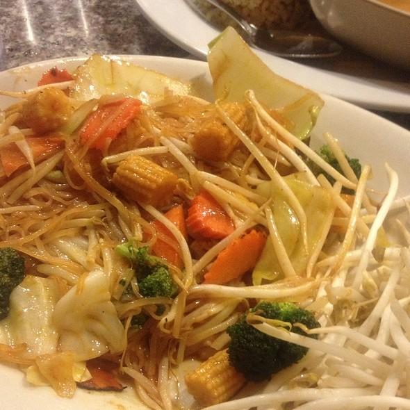 Veggie Pad Thai With Noodles