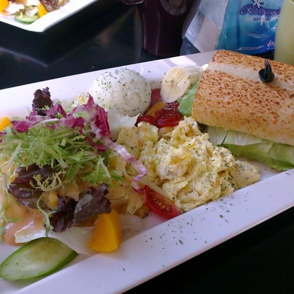 Queen's Breakfast @ 咖啡因館