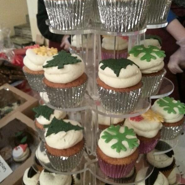 Christmas Vanilla Buttercream Cupcakes @ Slice Of Heaven