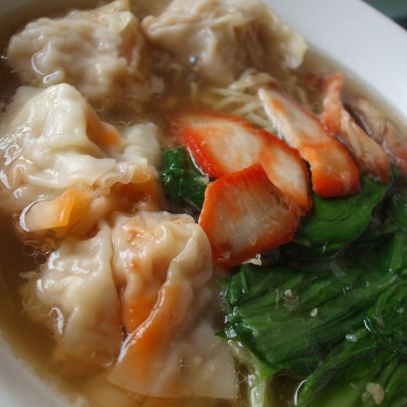 Chinese Egg Noodles With Red Pork @ บิ๊กบะหมี่&สเต็ก รัตนาธิเบศร์