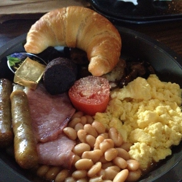 Full English Breakfast @ The Three Broomsticks