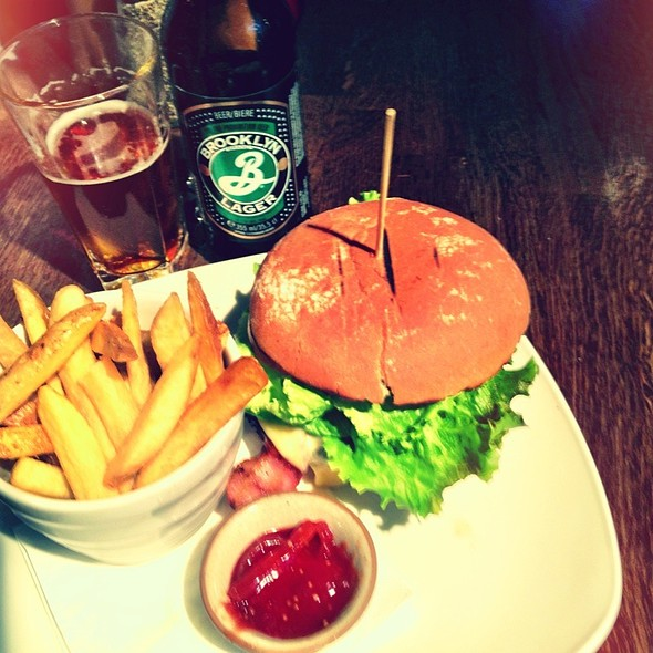 Giraffe Burger And Brooklyn Lager @ Giraffe
