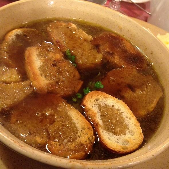 Soupe à l'oignon gratinée @ Crêperie Saint André des Arts