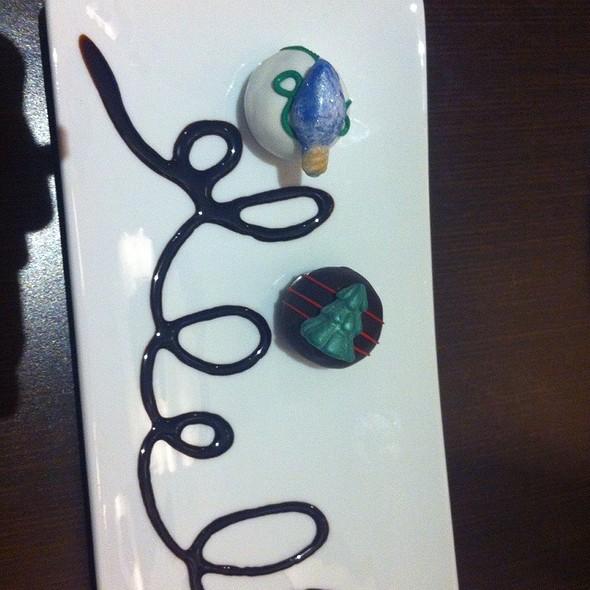 Red Velvet & Chocolate Cake Balls