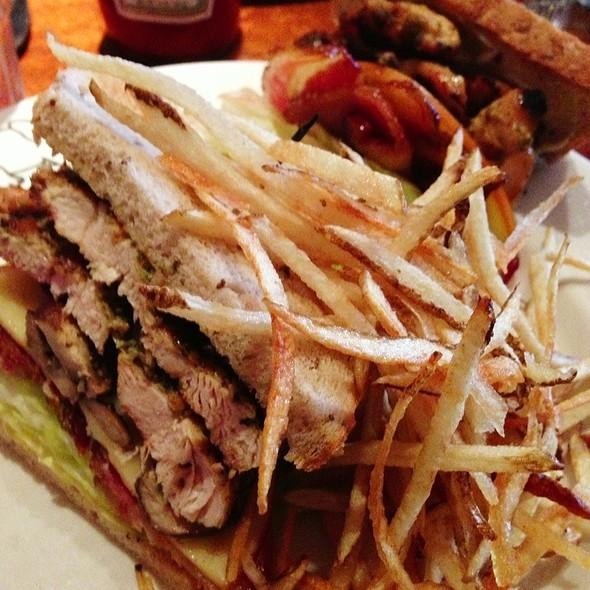Grilled Chicken Sandwich - Elephant & Castle - New York, New York, NY