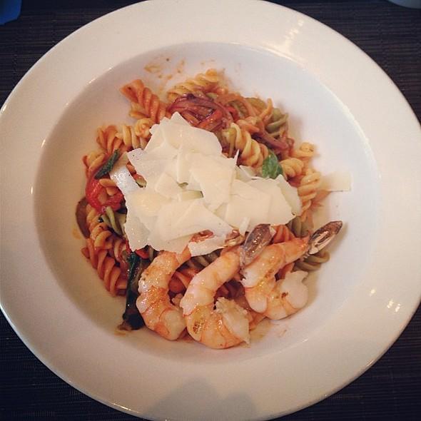 Tri-Colour Pasta with Baby Arugula, Tomatoes, Shrimps @ Sen5es Restaurant & Bar