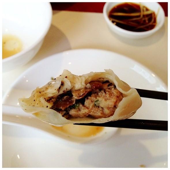 Black Truffle Xiao Long Bao @ Ding Tai Fung