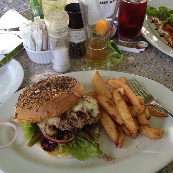 Cheeseburger @ The Square (Vineyard Hotel)