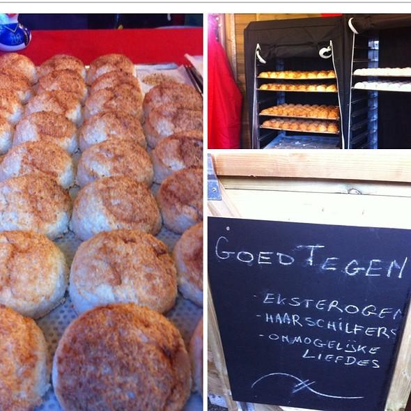 Coconut Macaroons @ Kerstmarkt Antwerpen