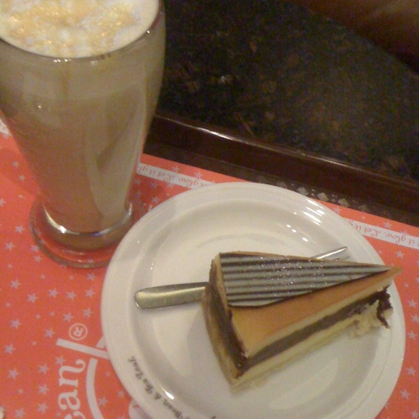 Double Chocolate Cheesecake & Caramel Latte @ Coffee Bean