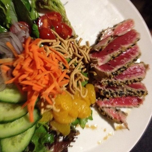 Pan-seared tuna salad @ 310 Lakeside
