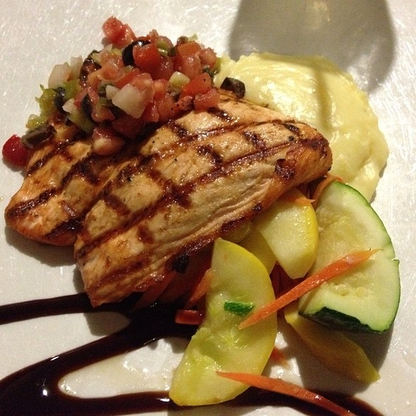 Grilled Salmon Filet @ 310 Lakeside