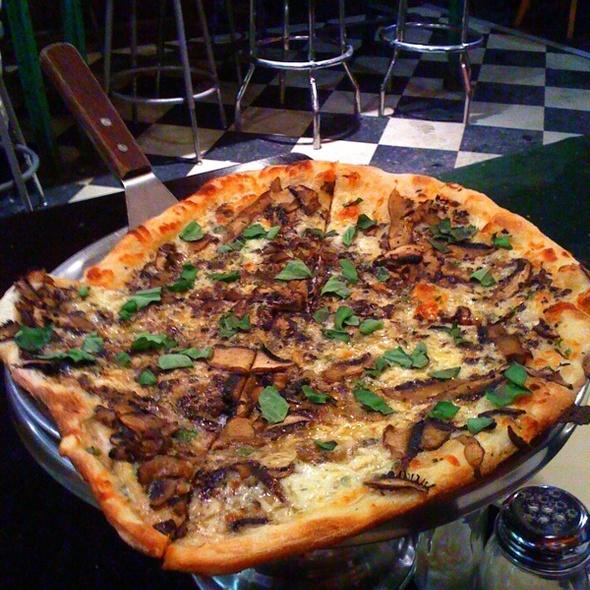 verdure i funghi white pizza