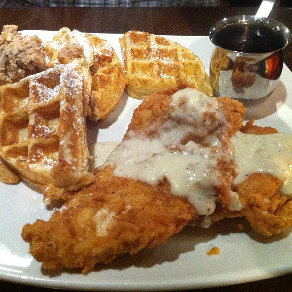 Chicken and Waffles @ Eddie Papas American Hangout